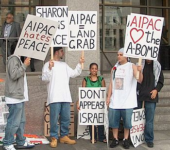 English: Protesters outside of AIPAC conferenc...