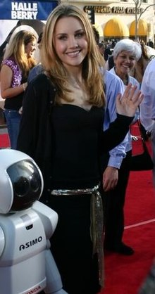 ASIMO and Amanda Bynes cropped.jpg