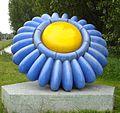 Aalsmeer kunstwerk liggende bloem.jpg