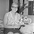 Ada Kok terug uit Boedapest, thuis met poppen, Bestanddeelnr 918-0802.jpg