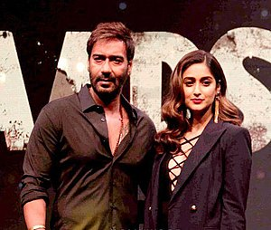 Ileana D'Cruz - Ajay Devgn and Ileana D'Cruz during trailer launch of their film Baadshaho (2017)