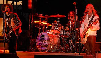Alice in Chains - Alice in Chains performing in September 2007. From left to right: William DuVall, Sean Kinney and Jerry Cantrell.