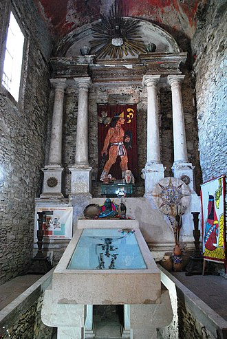 Ixcateopan de Cuauhtémoc - Shrine to Cuauhtémoc in the museum