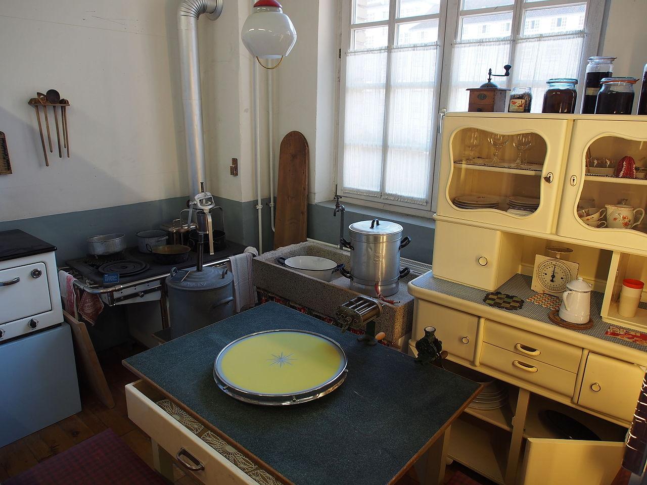 File:Alte Küche, 50s kitchen.JPG - Wikimedia Commons