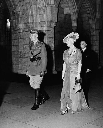 Alexander Cambridge, 1st Earl of Athlone - The Earl of Athlone and his wife, Princess Alice, followed by Prime Minister Mackenzie King at the State Opening of Parliament, 6 September 1945