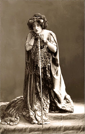 Elektra (opera) - Anna von Mildenburg as Clytemnestra in the Vienna Court Opera's 1909 production