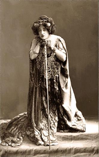 Elektra (opera) - Anna von Mildenburg as Clytemnestra in the Vienna Court Opera's 1909 production