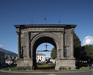 Arc d 39 auguste aoste wikip dia for Cabina del tetto ad arco
