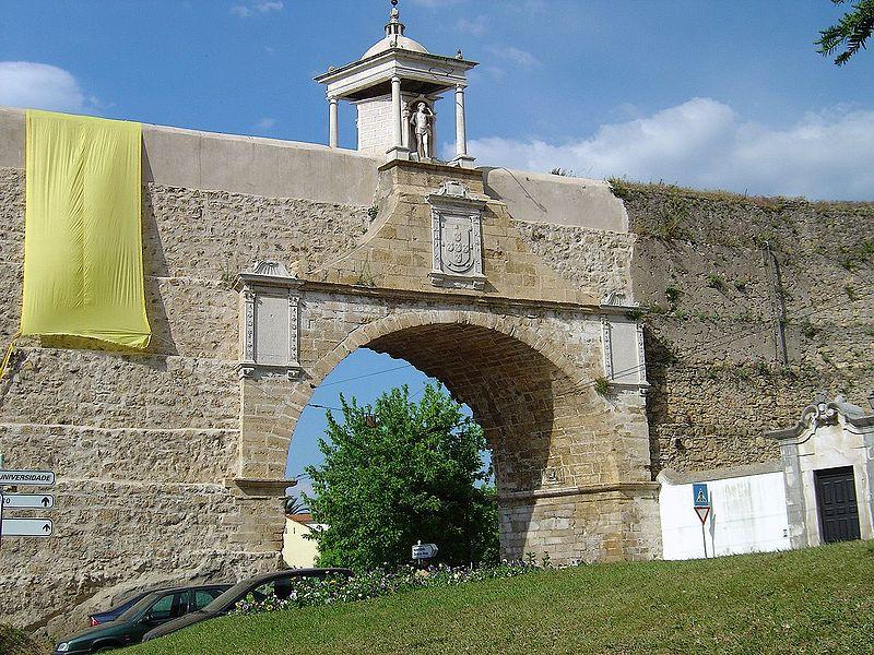 Image:Arco de S. Sebastião - Coimbra (Portugal).jpg
