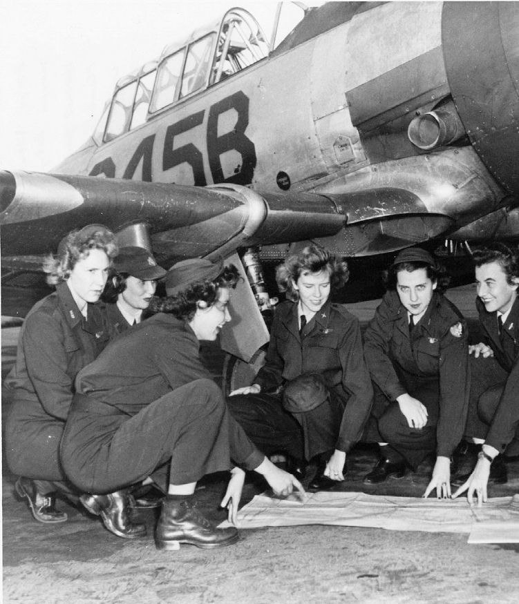 Avenger Field - WASP trainees with T-6 Texan