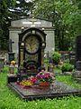 Březnice, náhrobek rodiny Jezberovy a náhrobek Václava a Eleonory Fürstových.jpg