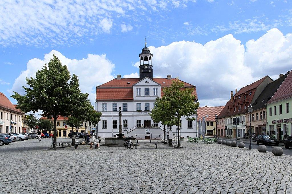 Datei:Bad Düben - Markt + Marktbrunnen + 11Rathaus 01 ies.jpg – Wikipedia