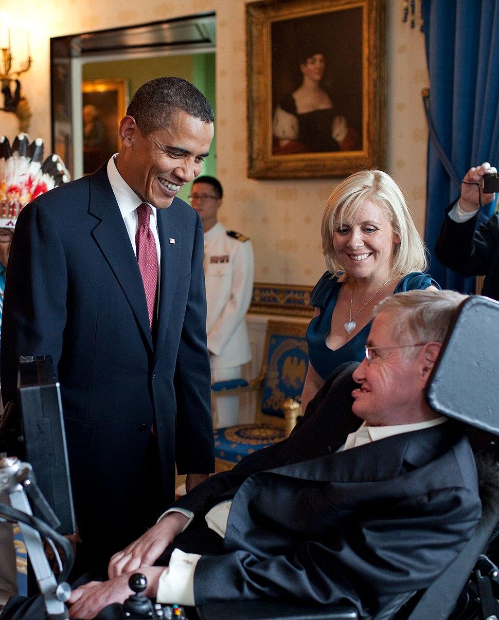 Barack Obama speaks to Stephen Hawking (cropped)