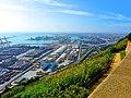 Barcelona, port d'hidrocarburs i el delta del Llobregat al fons - panoramio.jpg