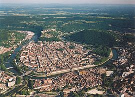 The old city of Besançon and the meander of the Doubs River.