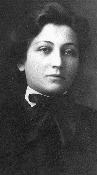 Bessie Abramowitz Hillman - Bessie Abramowitz in approximately 1910