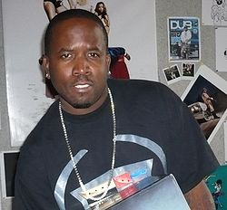 Big Boi of Outkast with Xbox 360 Special Edition Halo 3 Console.jpg