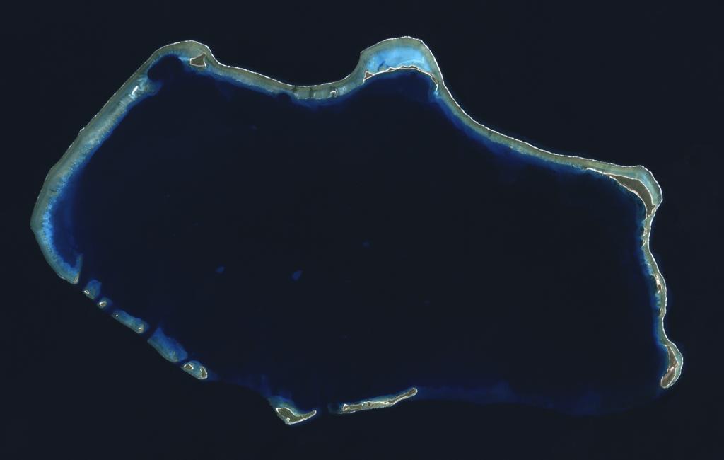 Bikini Atoll 2001-01-14, Landsat 7 ETM+, bands 3-2-1-8