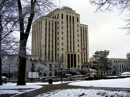 Snowfall outside Birmingham City Hall in February 2010 Birmingham city hall alabama 2010.jpg