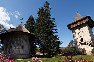 Churches of Moldavia - Image: Biserica Manastirii Humorului si Turnul lui Vasile Lupu