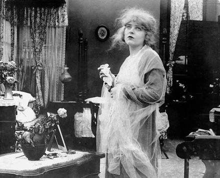 "Blanche Sweet a la pel·lícula ""The Avenging Conscience"" (1914) de D. W. Griffith"