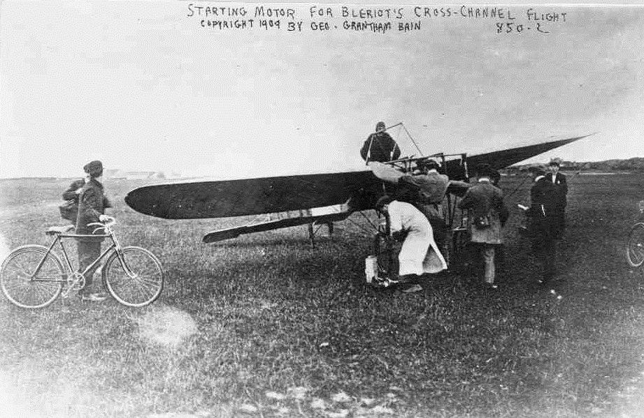 Bleriot pre-takeoff-25 July 1909