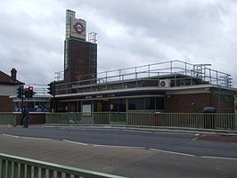 Boston Manor stn building.JPG