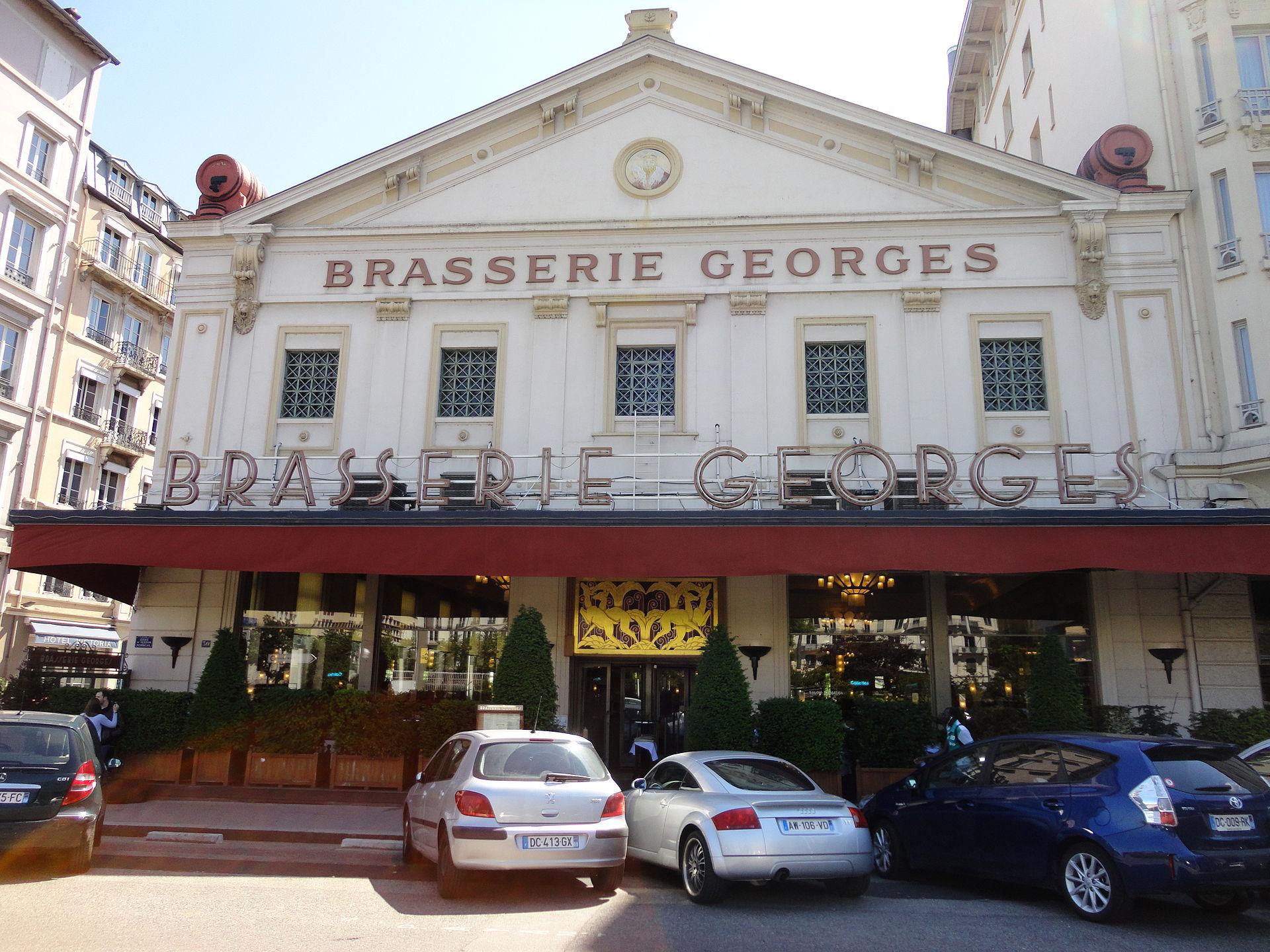Brasserie Restaurant Place De L  Ef Bf Bdglise Chamonix