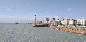 Front de mer de Brighton à l'ouest de la jetée du palais de Brighton