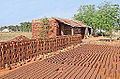 Briqueterie artisanale (Tamil Nadu, Inde) (13892708326).jpg