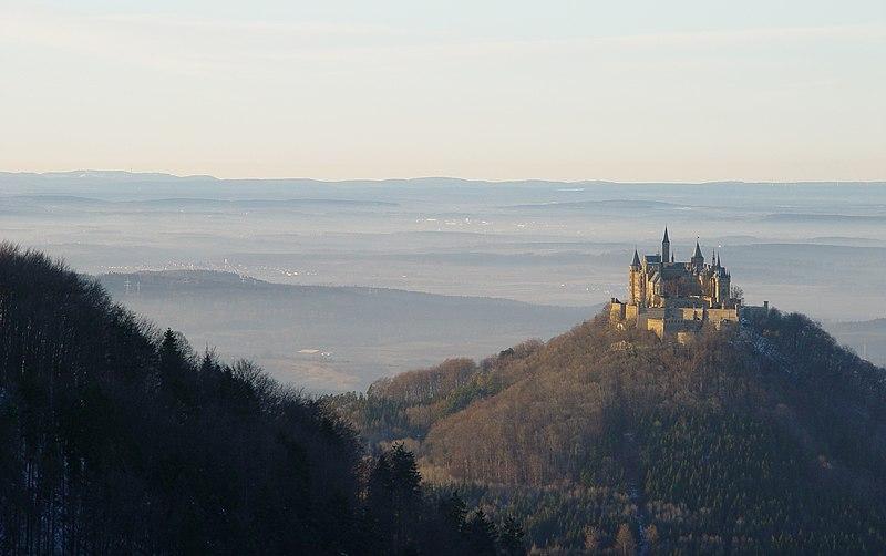 File:Burg Hohenzollern mit Schwarzwald2.JPG