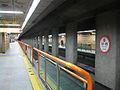 Busan-subway-103-Dangni-station-platform.jpg