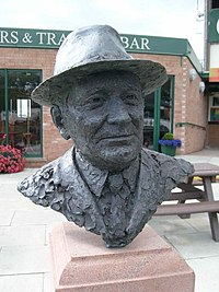 Bust of Sir Gordon Richards - geograph.org.uk - 539498.jpg