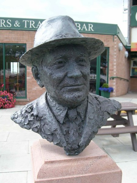 File:Bust of Sir Gordon Richards - geograph.org.uk - 539498.jpg
