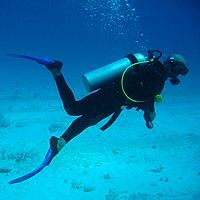 Аквалангіст під водою