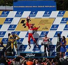 Capirossi esulta sul gradino più alto del podio nel Gran Premio della Repubblica Ceca 2006