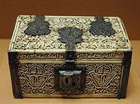 Casket ivory Louvre UCAD4417.jpg
