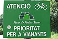 Catalan Road Sign prioritat per a vianants.jpg