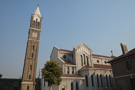 The Sacred Heart Cathedral of Kaifeng Cathedral in Kaifeng 01.jpg
