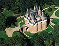 Château de Rambures Vue du ciel.jpg
