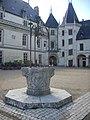 Chaumont-sur-Loire - château, cour (08).jpg