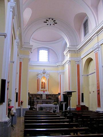 File chiesa san pietro celestino interno isernia jpg for Interno san pietro