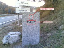 Cippo di confine n° 24 che segna il confine tra l'Italia e la Francia