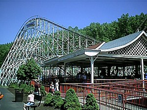 The Comet (Great Escape) - Station and lift hill of the Comet.