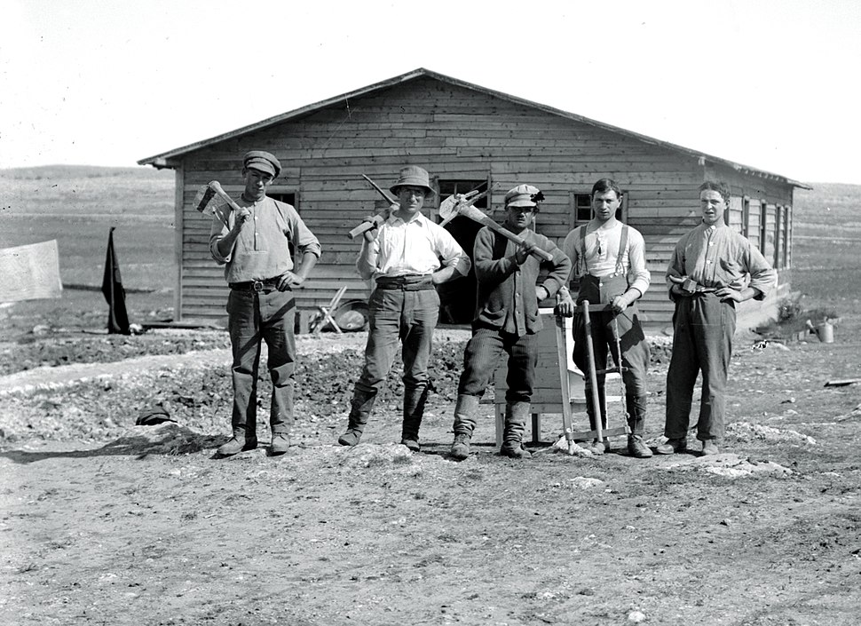 Commencing a Jewish settlement. Types of settlers. Approximately 1920 to 1930. matpc.02355