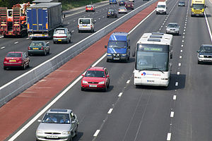 Concrete step barrier - Concrete step barrier on M1 motorway (UK)