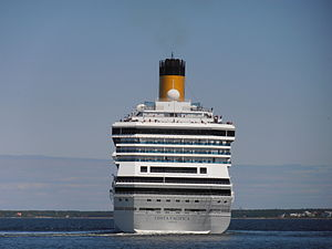 Costa Pacifica lahkub Tallinnast 29. mail 2012.JPG