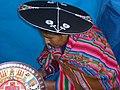 Cusco, San Pedro brodeuse.jpg