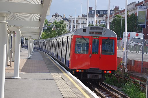 D78 Stock 7062 at Kensington Olympia station