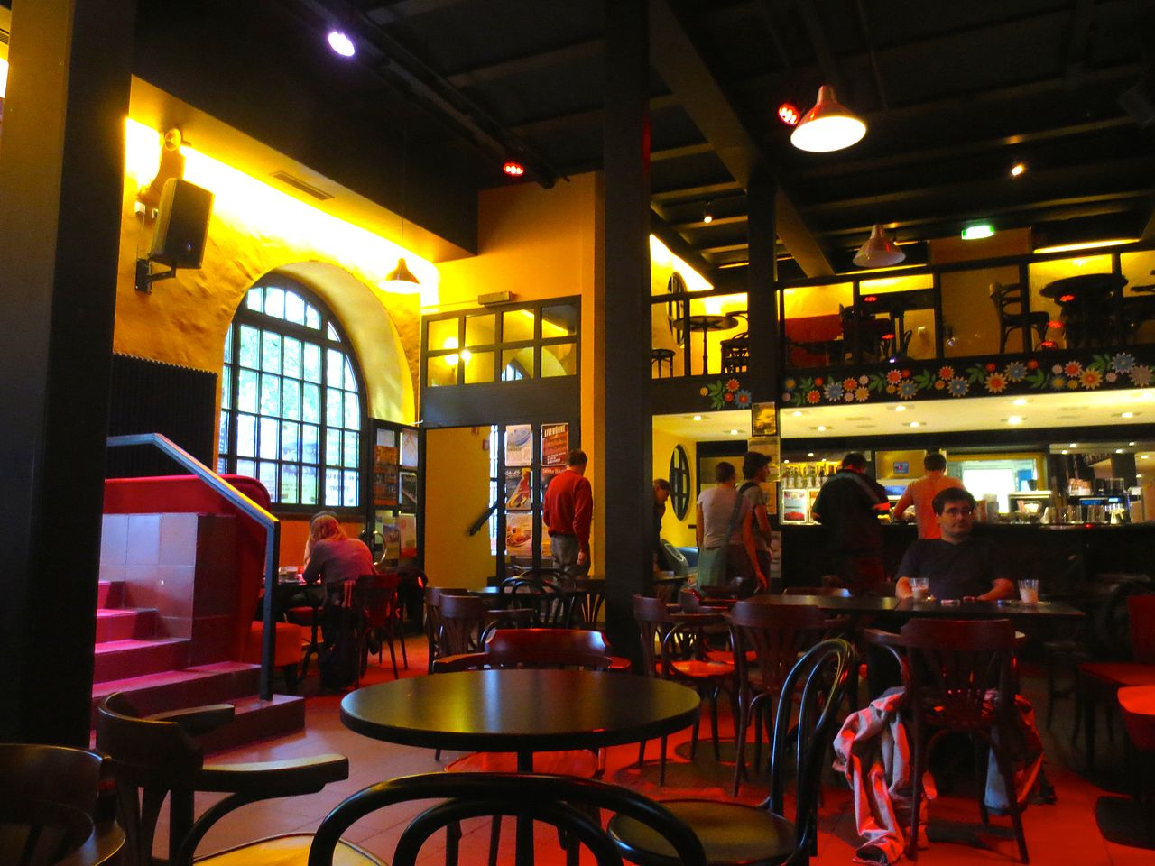 file:das marstall cafe im östlichen seitentrakt des gebäudes mit, Innenarchitektur ideen